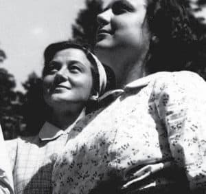 Chiara with her first companions during the Mariapolis summer gatherings in the 1950s.